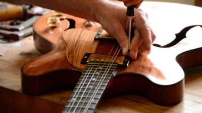 El gran Luthier Por Emanuel Fernandez