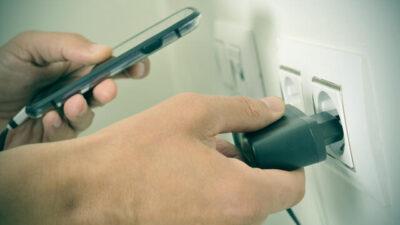 ¿Por qué mi celular no carga la batería? Trucos y consejos