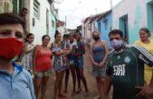 Christian quedó varado en Brasil por la pandemia y hoy asiste a familias de las favelas
