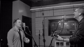 Coalo Zamorano y Leeland lanzan versión acústica de «Donde tú estás»