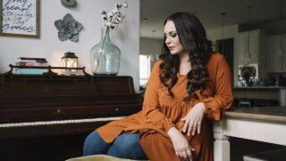 Christine D'Clario lanza su sencillo «Donde Está El Espíritu De Dios»