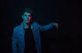 Kike Pavón lanzó el tema «Cómo dejarte», anticipando el estreno de su nuevo álbum