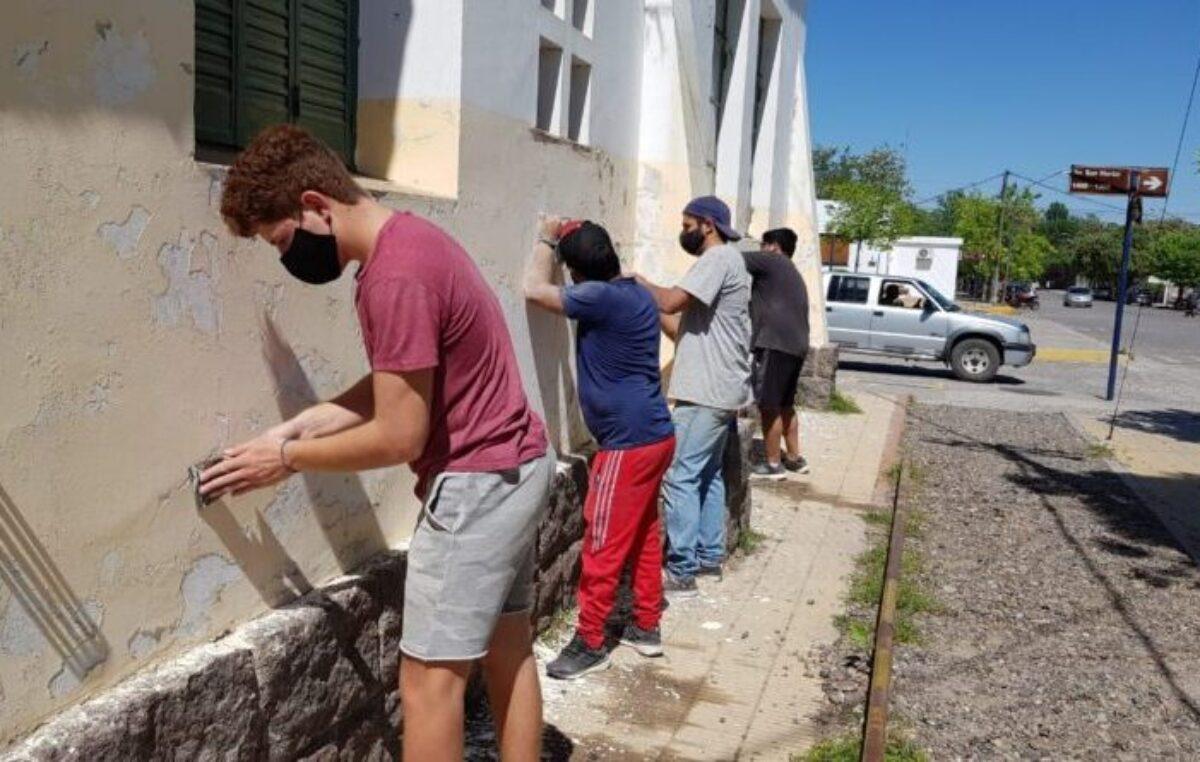 Por la comunidad: jóvenes realizaron reparaciones en un hospital