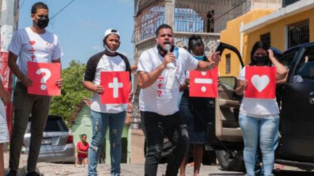 Iglesias de Republica Dominicana equipadas para el mes del evangelismo global