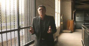 Juan Santoy refleja uno de los sucesos más íntimos y conmovedores de su historia con su nuevo sencillo, «De vuelta a casa»